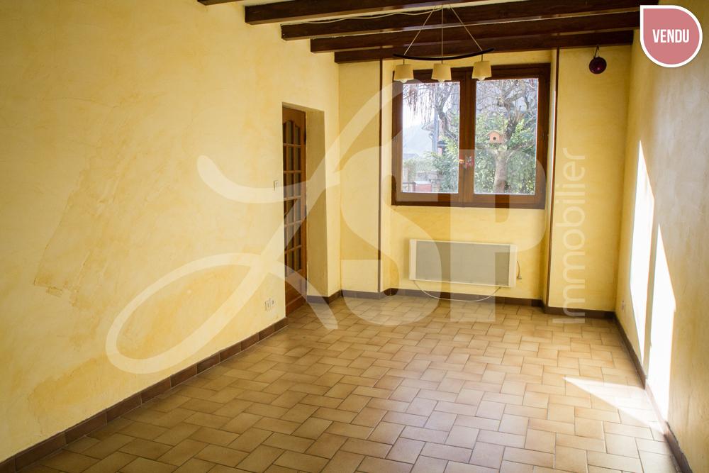 maison de village avec d pendance maison villa vendre. Black Bedroom Furniture Sets. Home Design Ideas